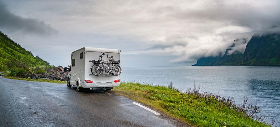 Camper mit Fahrrad Norwegen